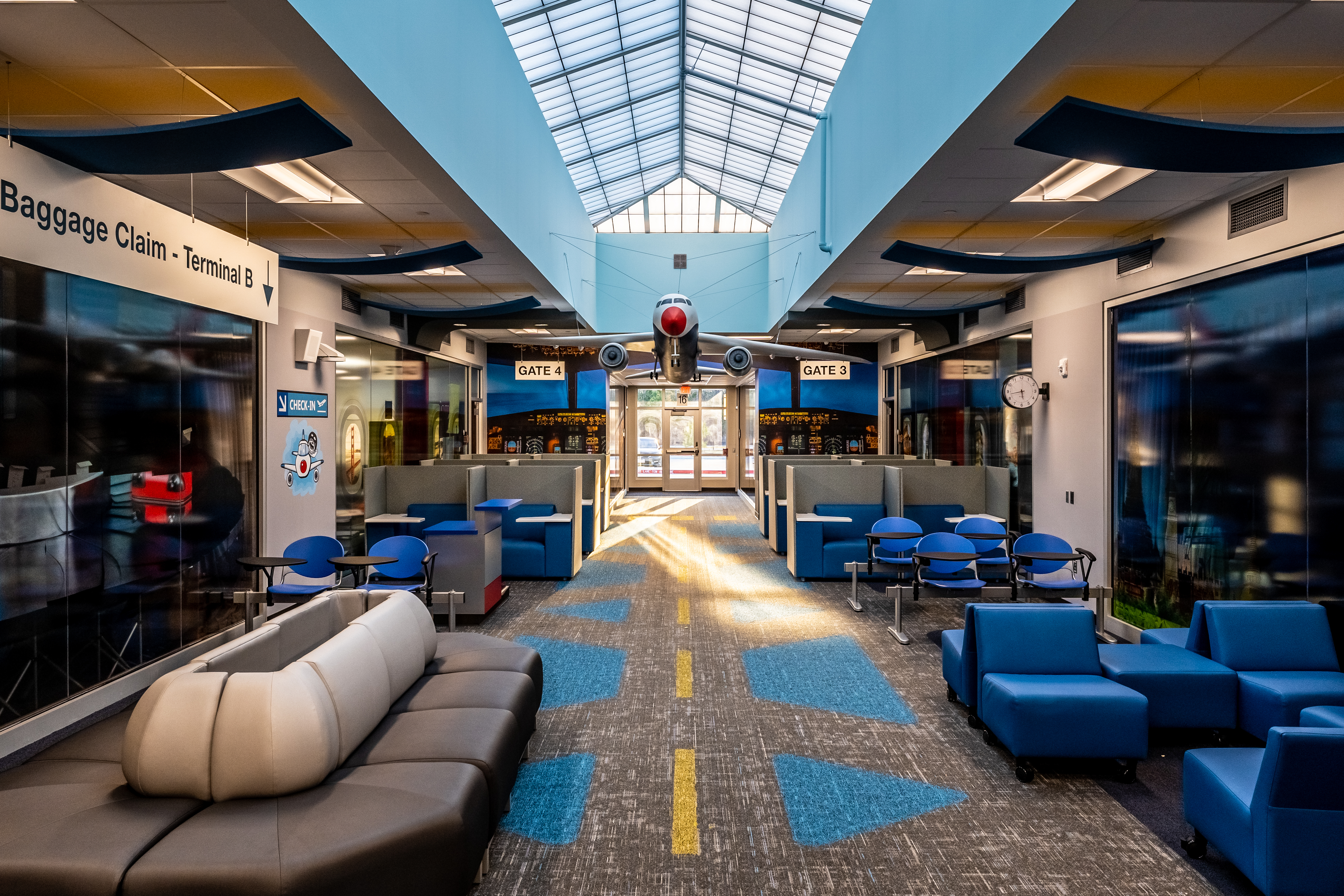 Play airport terminal