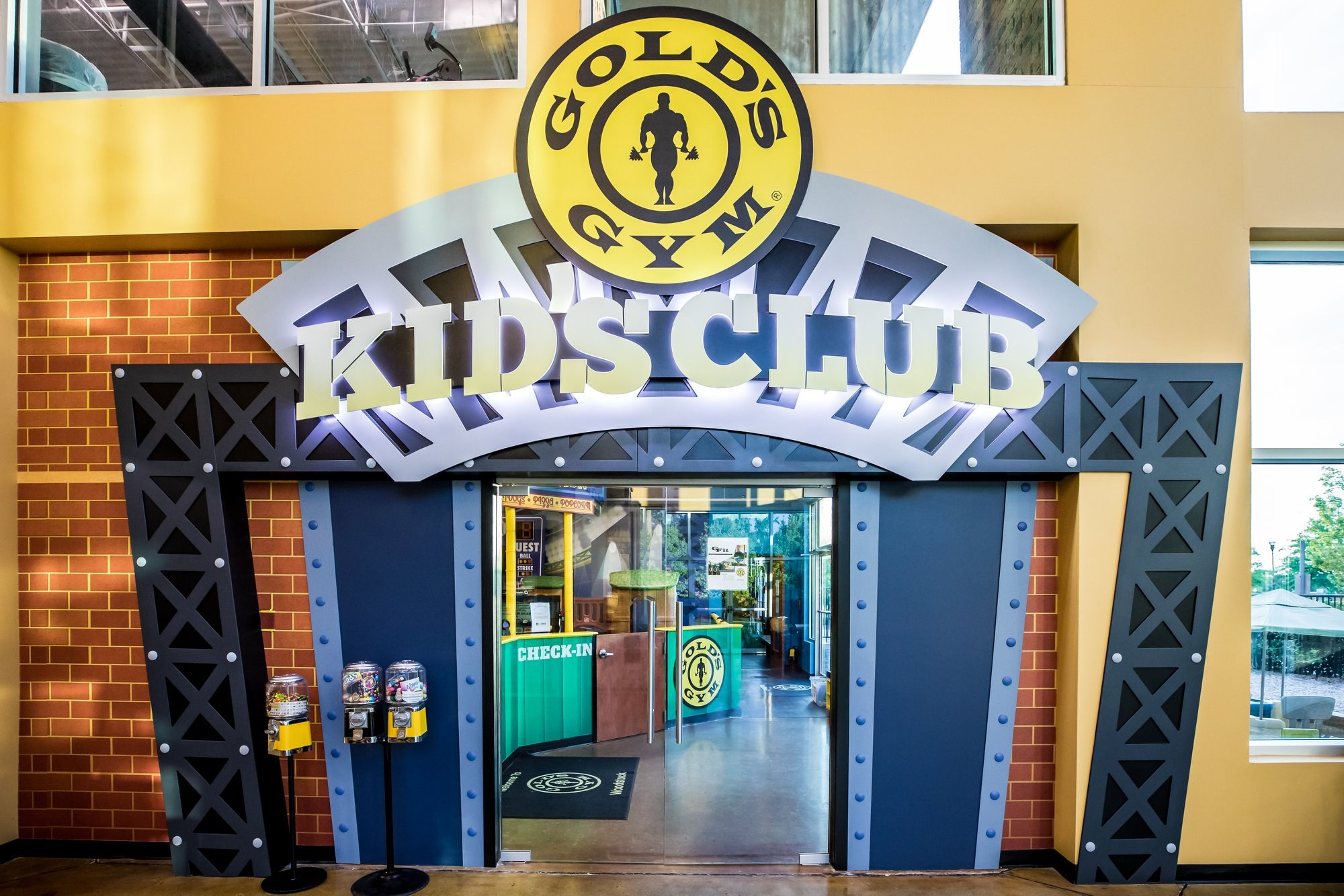 Gold's Gym kid's club