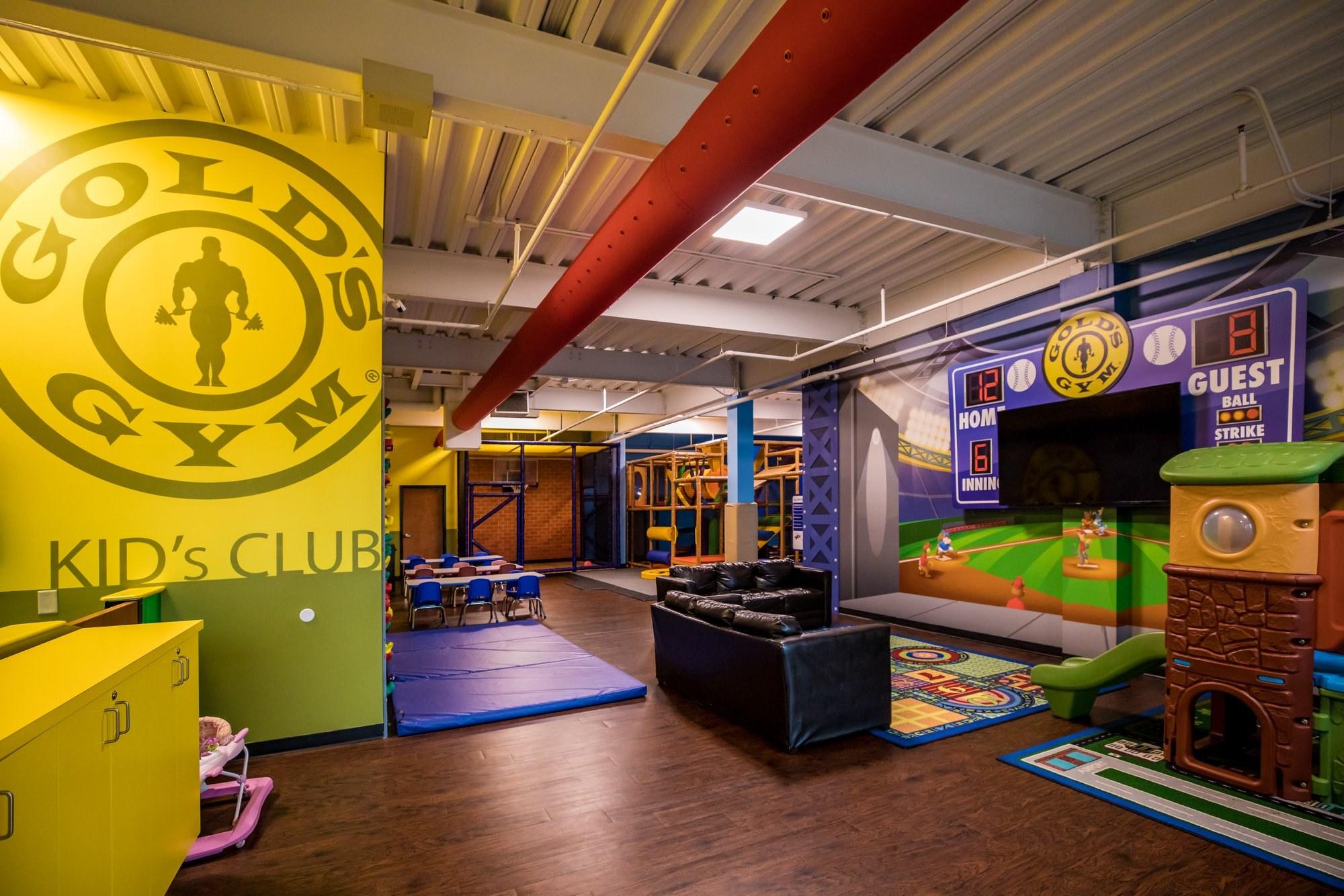 Gold's Gym club house